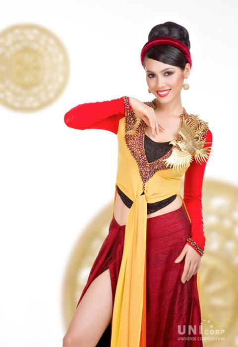 Vu Hoang My National Costume