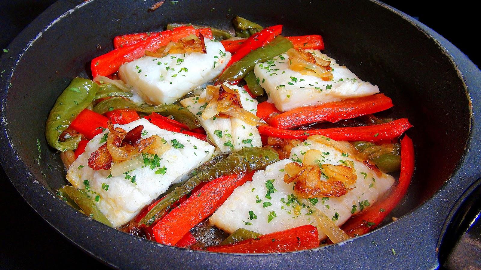 Cocinar para los amigos bacalao con piperrada for Cocinar cocochas de bacalao