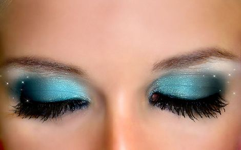 Natalia maquillaje ojos ahumados azul for Como se maquillan los ojos ahumados