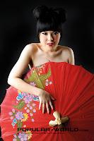 Foto Tina Toon di Majalah Popular World