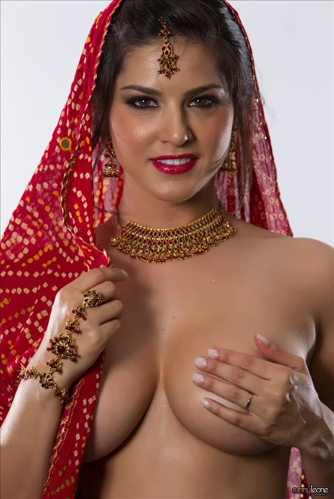 Most Beautiful Sey And Nude S Of Sunny Leone In Red Dress