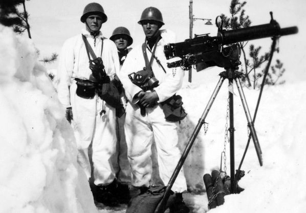 Norwegian soldiers taking position in April 1940.