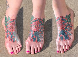 Tatuagens femininas nos pés 20