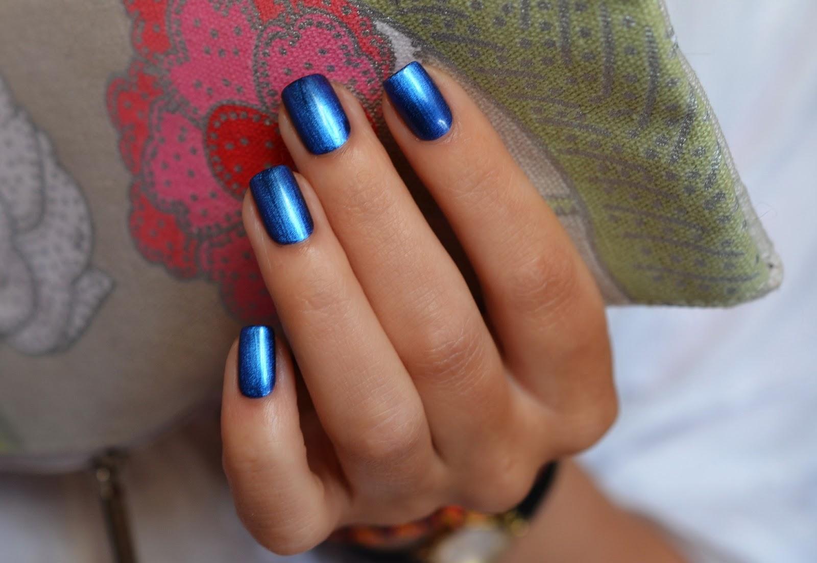 Рука в щелке 18 фотография