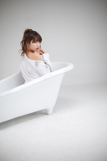5 Lee Eun Hye - White Shirt and Bath Tub-very cute asian girl-girlcute4u.blogspot.com