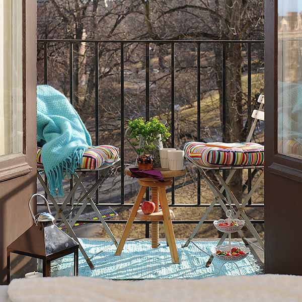 25+ Brilliant Ways To Brighten Up A Small Balcony - Easy And ...