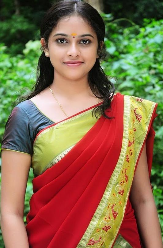 ... Actress SriDivya Saree Photos,Telugu Actress Sri Divya in Saree Photo