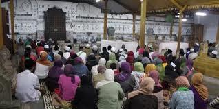 Puat peradaban Cirebon pertama, Pesambangan Jati, kini telah menjadi Komplek Pemakaman Para Sultan