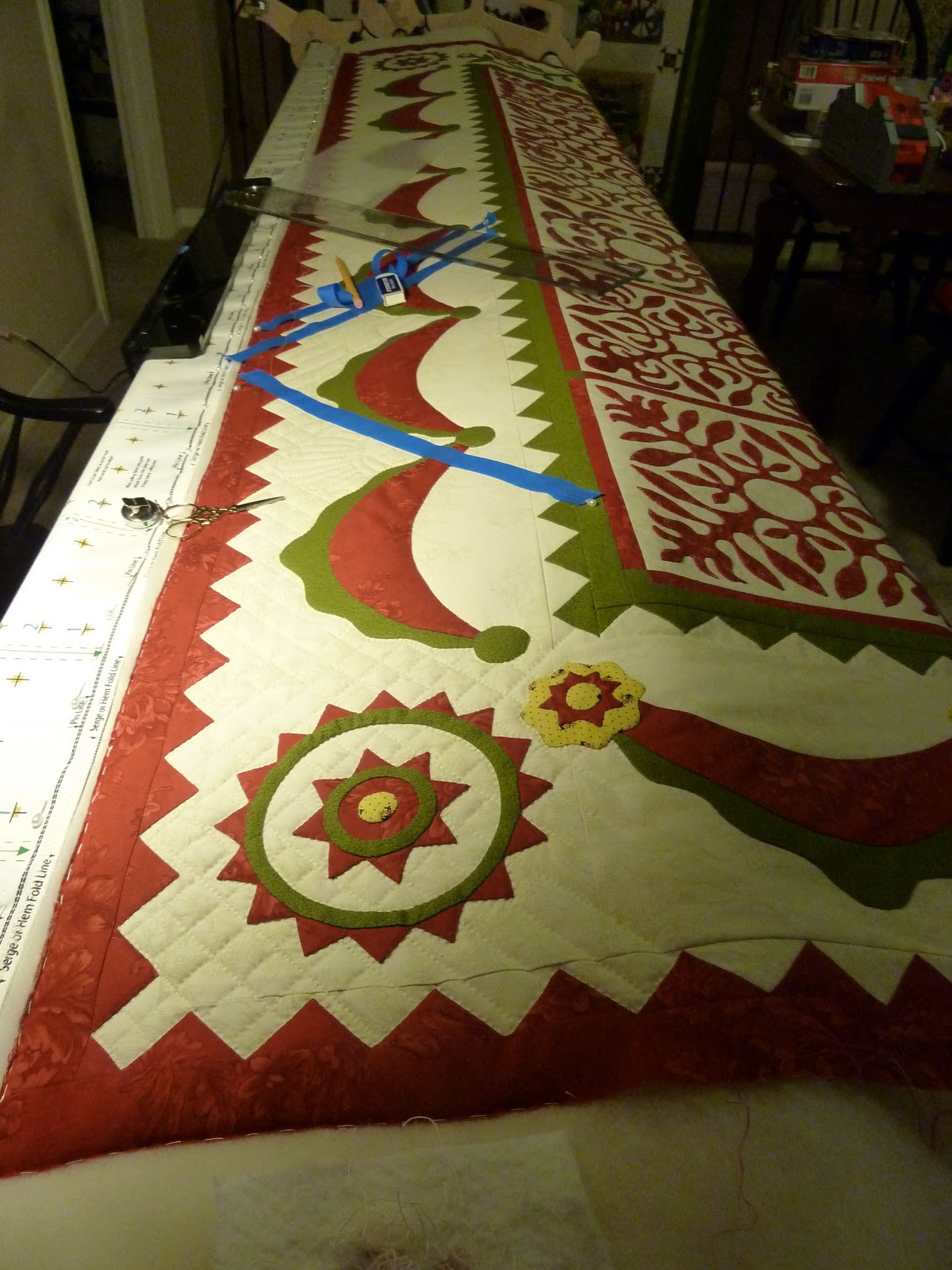 Come Quilt (Sue Garman): Quilting Away.....