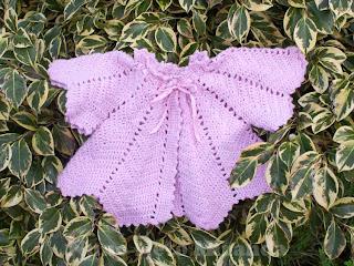 "alt=""vintage crochet cardi, baby cardigan, crochet, casaquinho de bebé vintage, fita de cetim, sattin ribbon"""