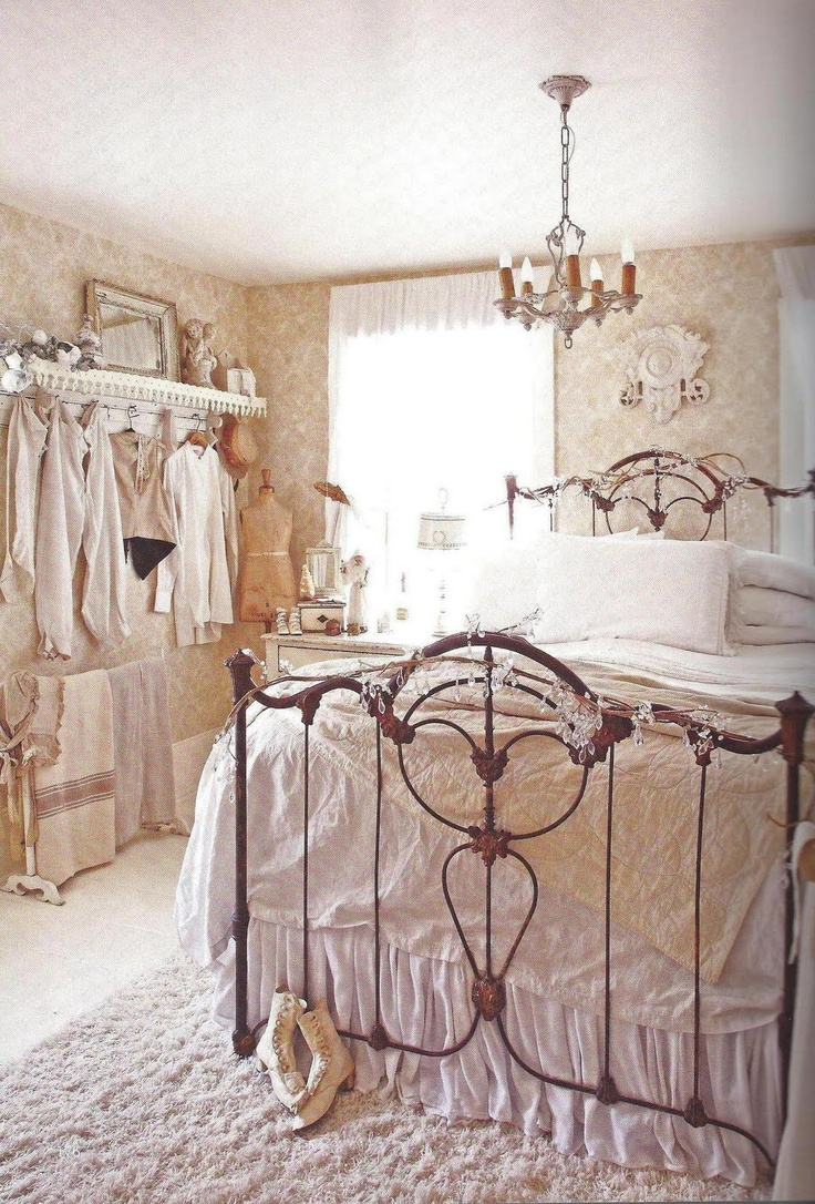 amedeo liberatoscioli come arredare la camera da letto in stile shabby chic. Black Bedroom Furniture Sets. Home Design Ideas