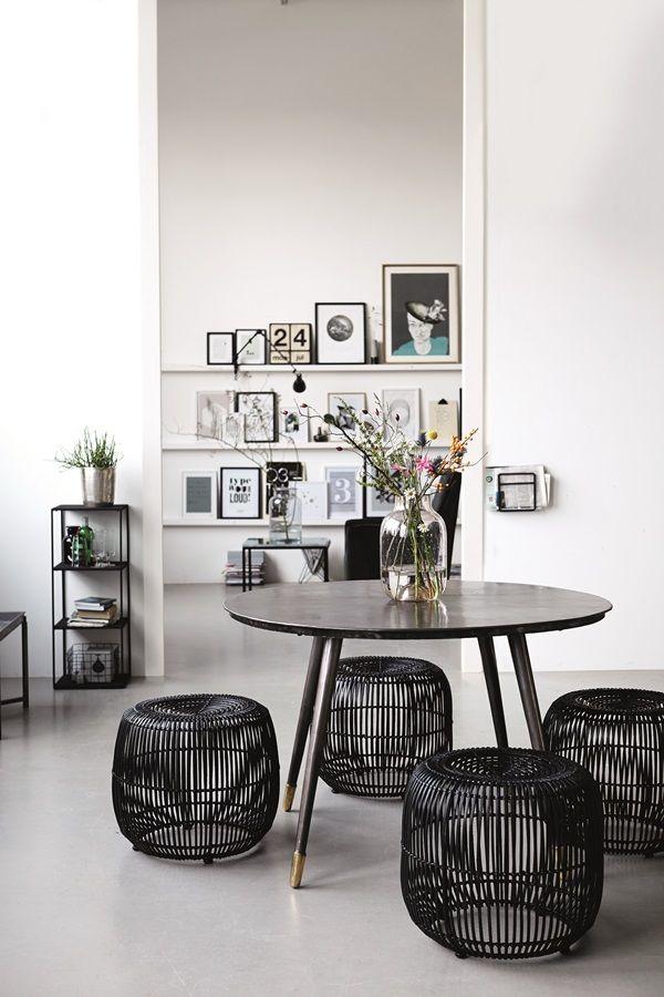 sorte og hvide detaljer i et smukt hjem. alt er fra House Doctor