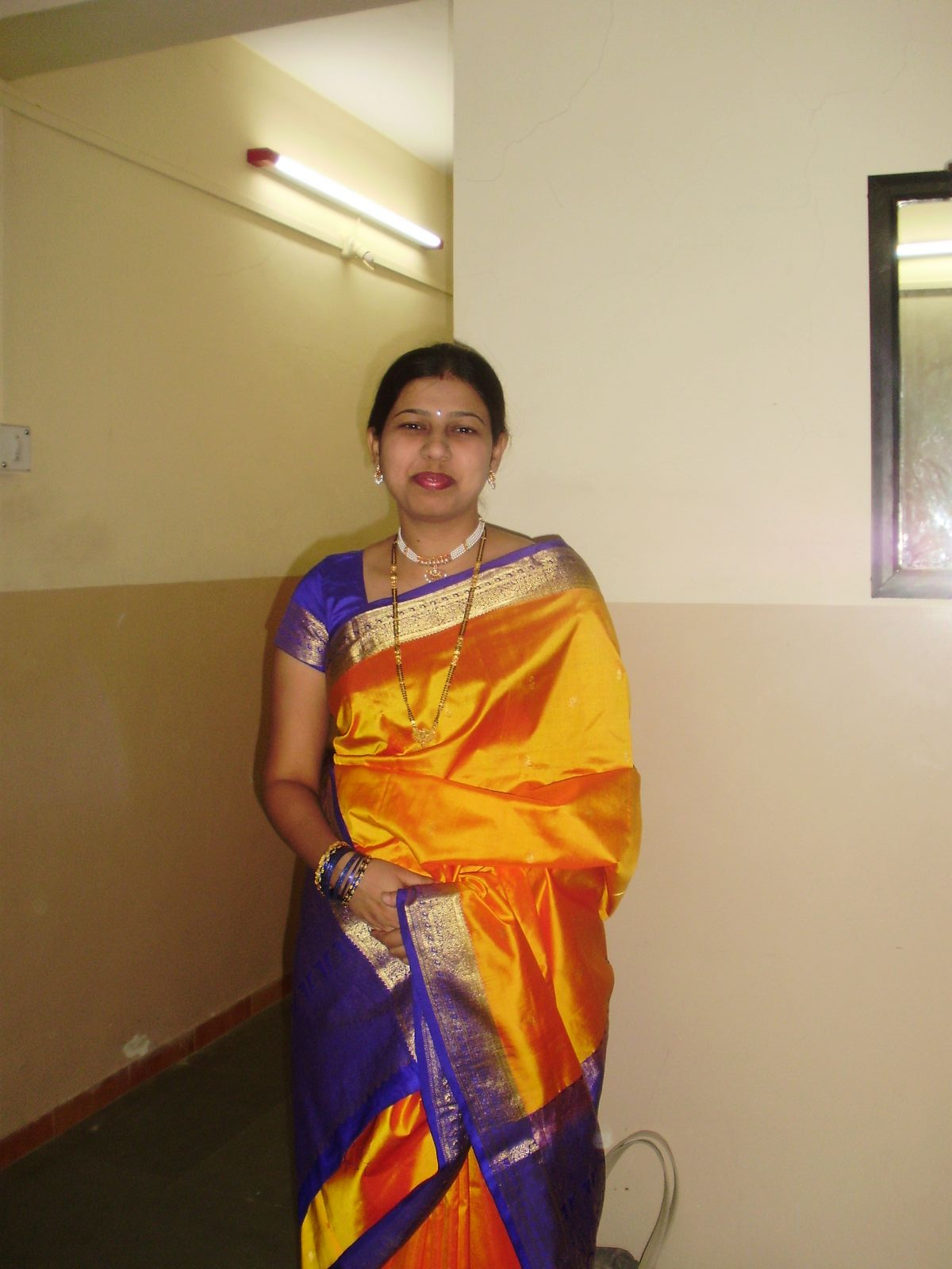 Hot -Tamil-Aunties-Beauti saree