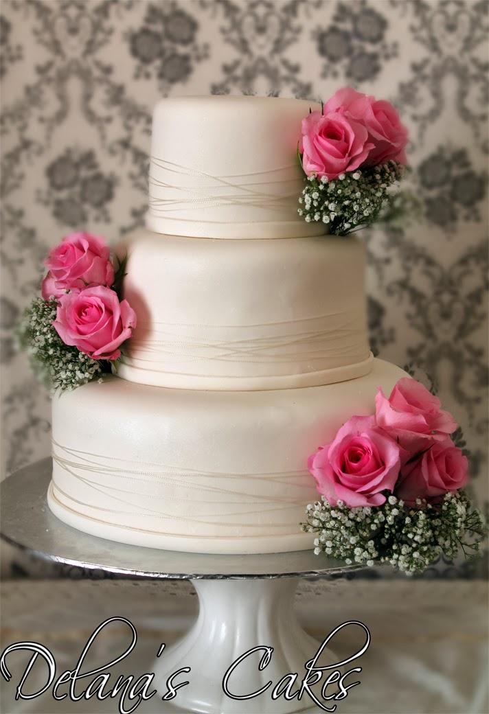 Delana\'s Cakes: Plain White Wedding Cake with Fresh roses