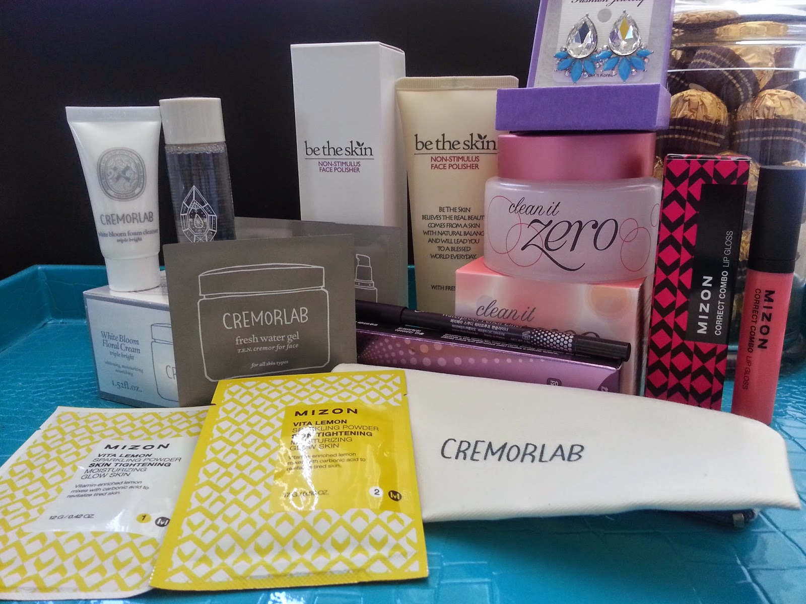 all the products in the Seoulcialite box