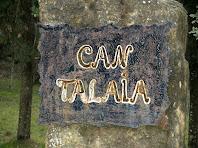 Rètol a l'entrada de la finca de Can Talaia
