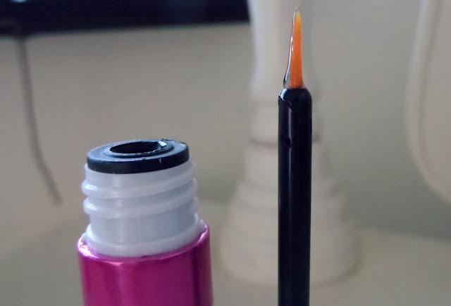 Measurable Difference Lash & Brow Amplifying Serum Brush