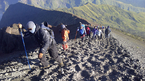 Rinjani trekking 3 days 2 nights summit