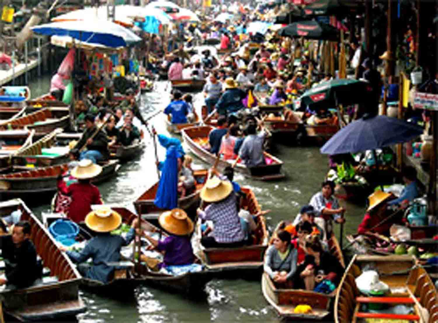 floating market in thailand There are many floating markets throughout thailand, many within a couple of hours drive of bangkok there are colorfully clad merchants at these lively markets.