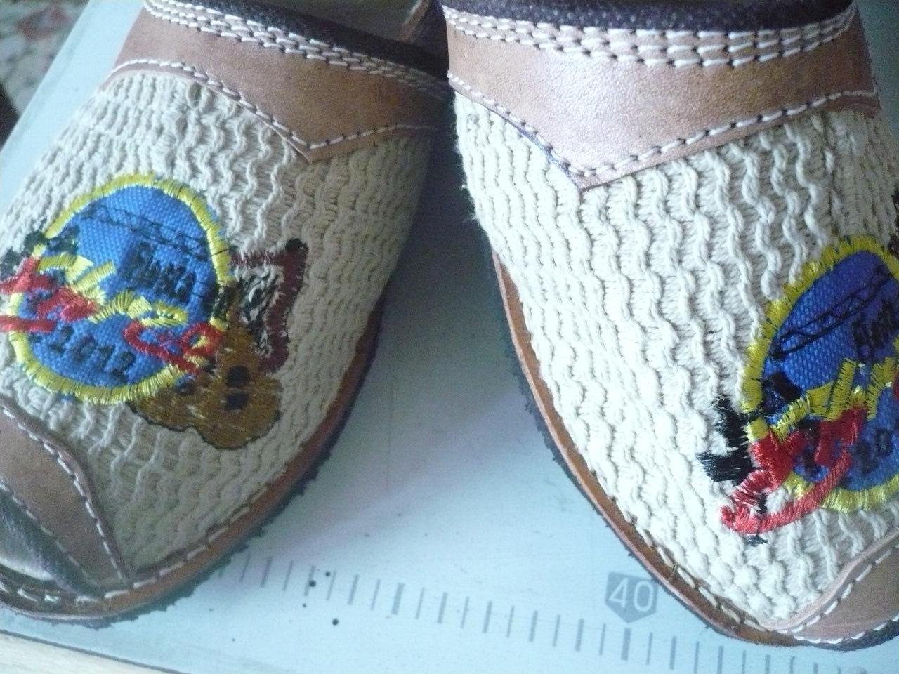 Alpargatas llaneras en varios tipos, colores, medidas en cuero, semi,cuero, tela o lona, con suela de goma y bordados personalizados.