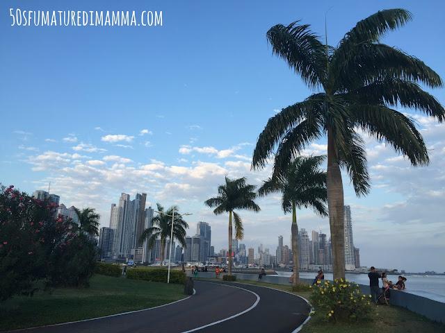 Passeggiata lungomare avenida Balboa Panama City