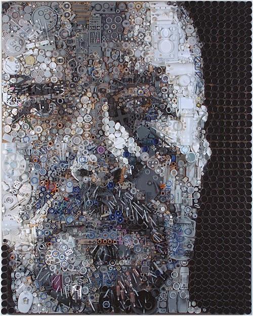 10-Steve-Zac-Freeman-Recycles-Portrait-Sculptures-www-designstack-co