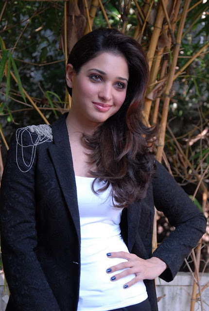 tamanna-hot-in-black