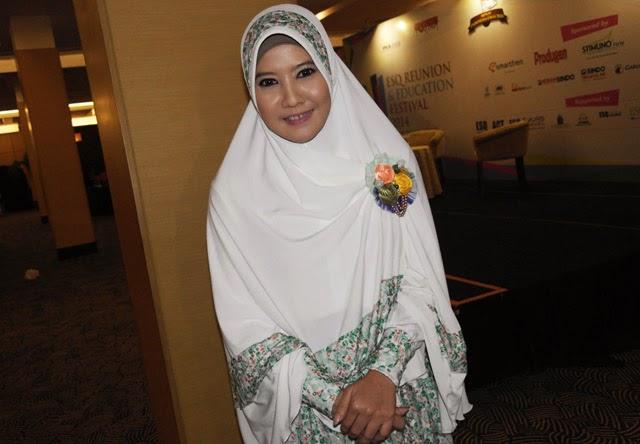 Photo Photo Peggy Melati Sukma Berhijab