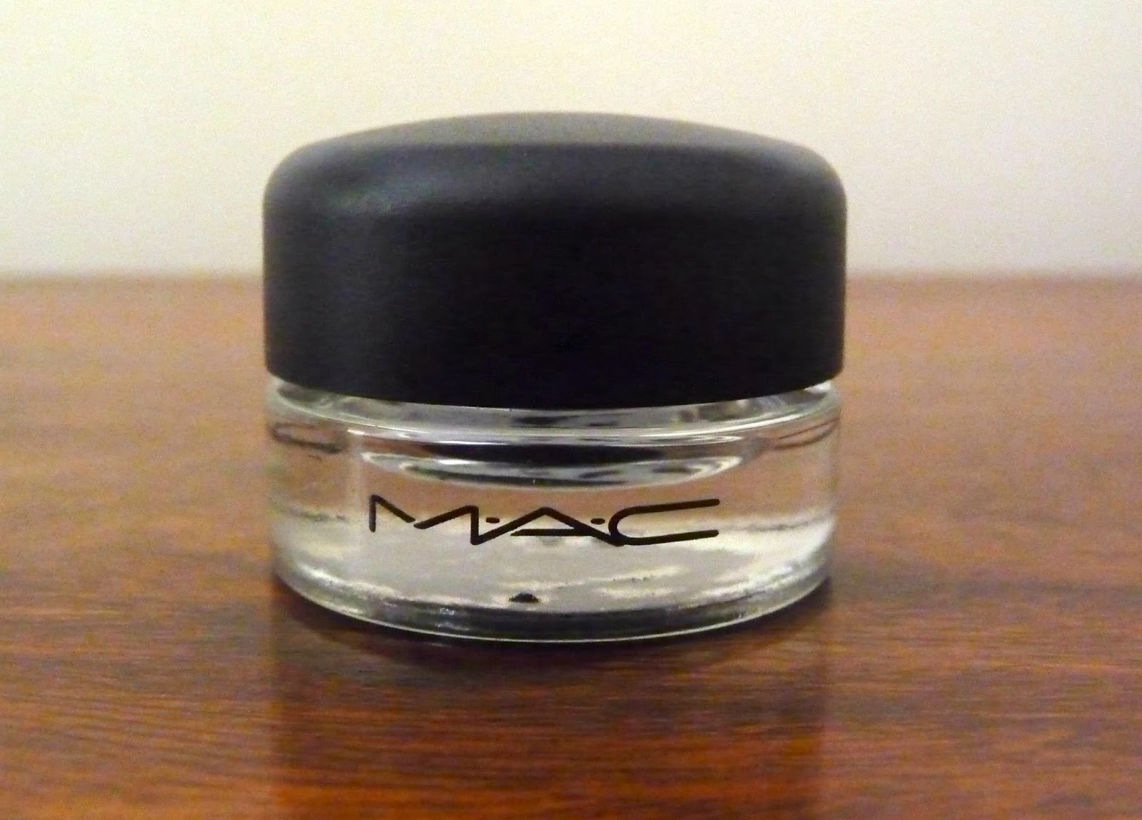 MAC Fluidline in Blacktrack