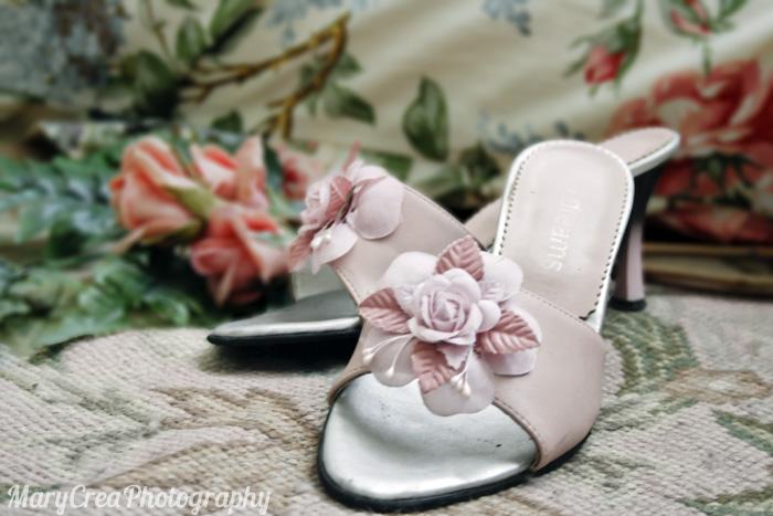 sandali rosa con fiore applicato