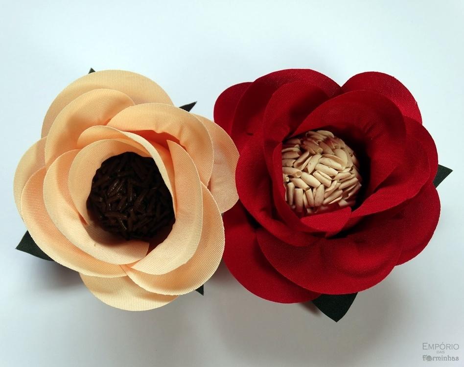 Forminhas rosa aberta de tecido