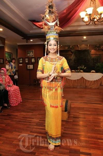 Pakaian Adat Toraja - ErsianaPuspitarae