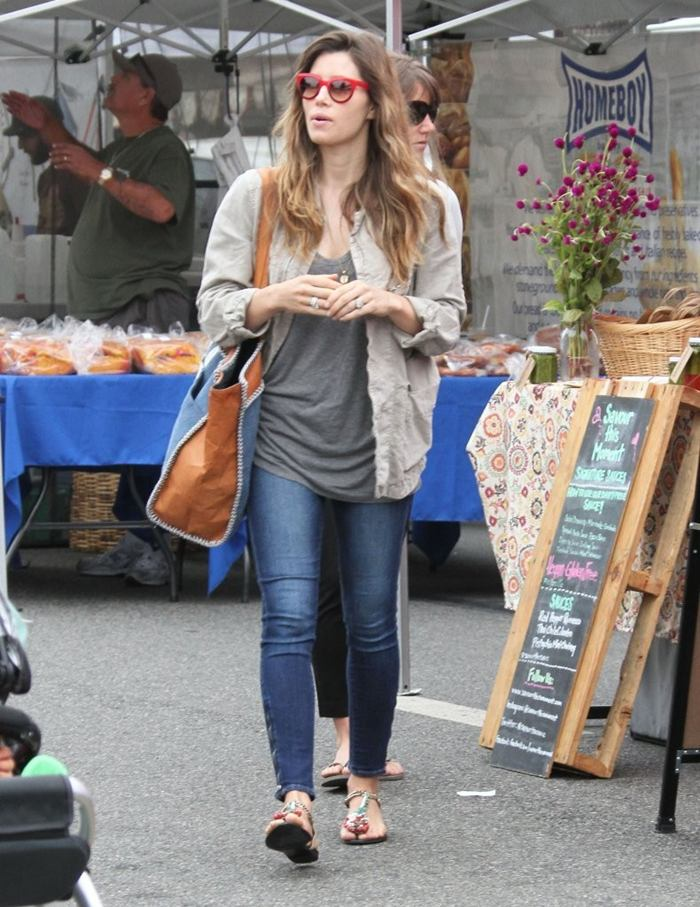 Jessica Biel Booty in Jeans, at the Farmers Market in Studio City