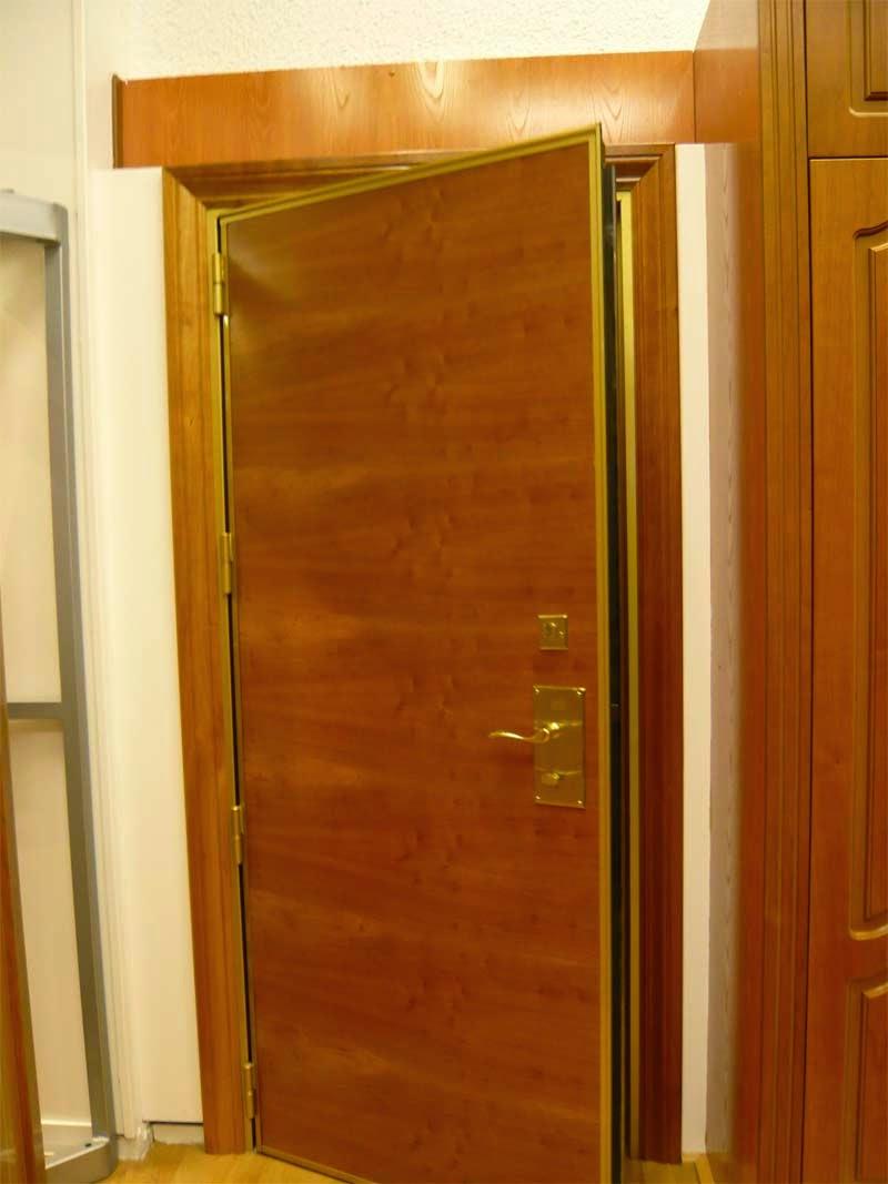 Fabricaci n de puertas de madera carpintero en almer a for Fabricacion puertas madera