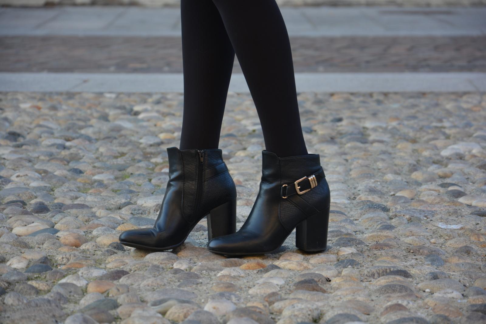 key pieces, outfit, Juliane Borges, Culture & Trend Magazine, coat, black dress, ultrachic milano, Deichmann, Chanel,