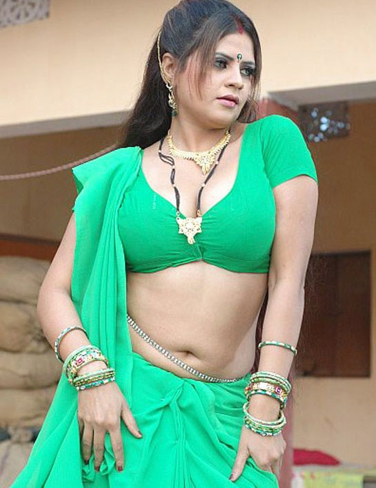 Desi Aunty - Navel Chain