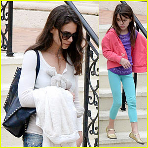Katie Holmes keeps it informal while getting out of a film with her lovely little girl Suri on Weekend (January 4) in Las vegas Seaside, Fla.
