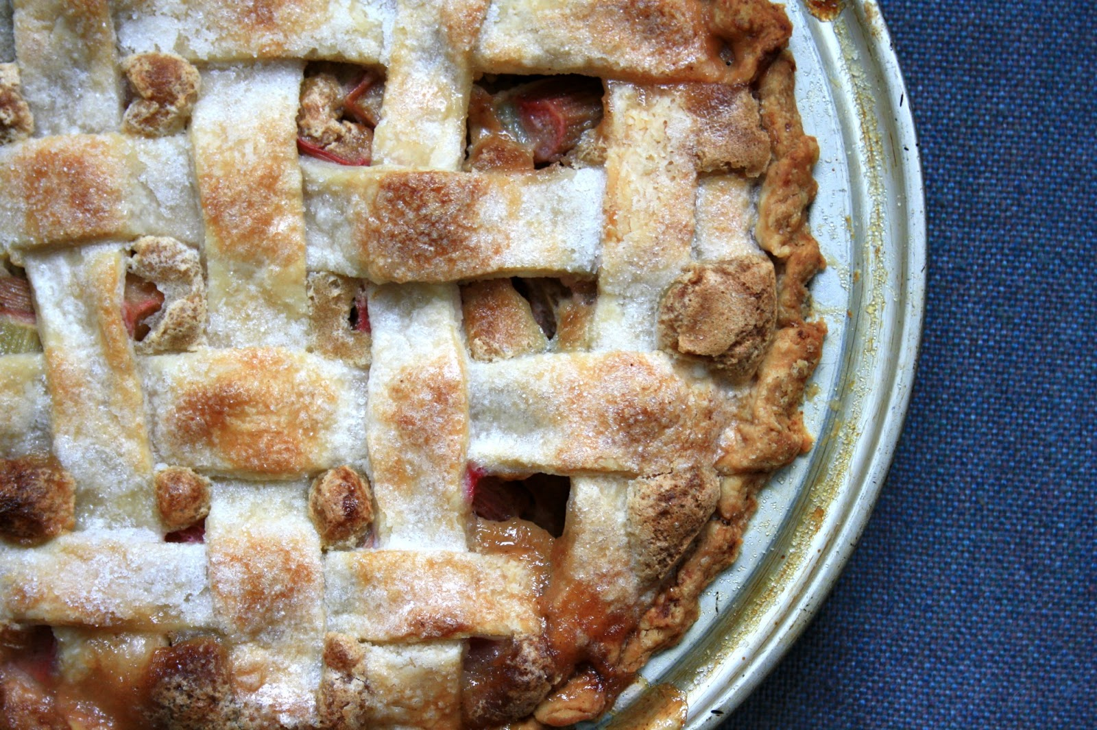 Mom 39 s rhubarb pie my first authentic canadian food for Authentic canadian cuisine