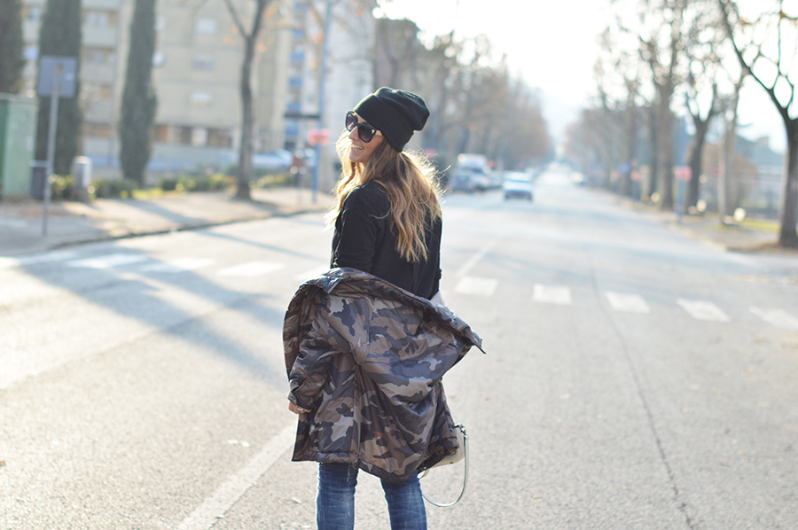 coccinelle bag, camo jacket, diesel jeans, h&m beanie, beanie, prada shoes, scarpe prada winter look fashion blogger