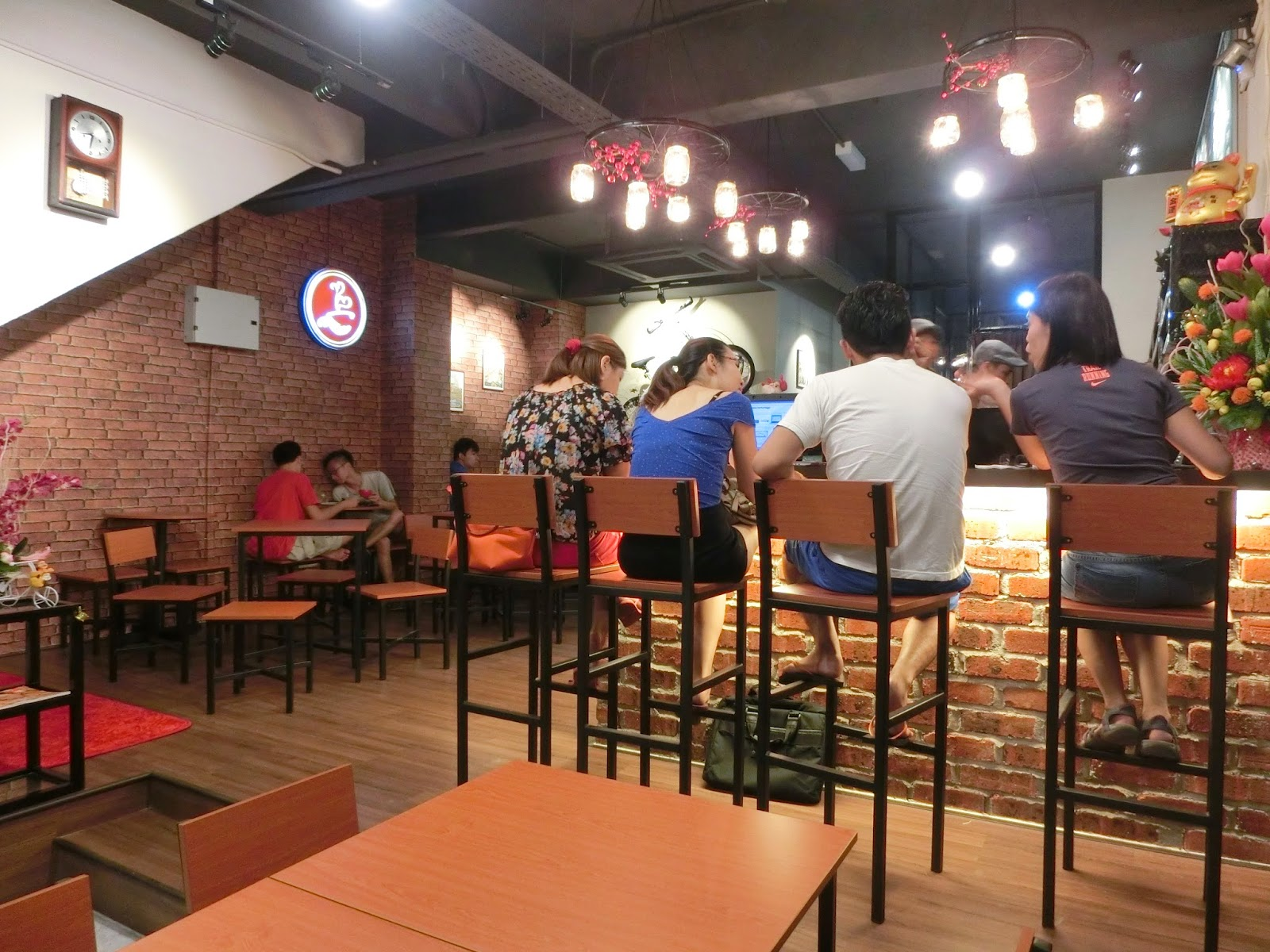 Ac espresso kampar new town feliciaace cant actually see it from here but the lights are in jars that hang from bicycle wheels junglespirit Images