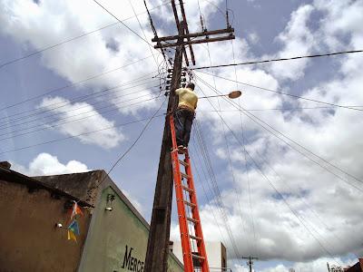 Prefeitura de Floresta Azul faz reposição de lâmpadas em Coquinhos
