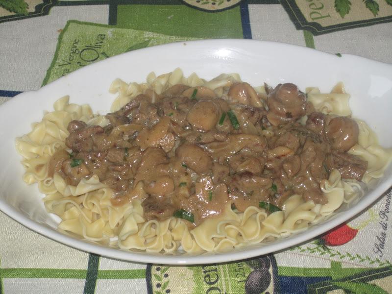 Boeuf stroganov en mijoteuse de ricardo recette - Ricardo cuisine mijoteuse ...