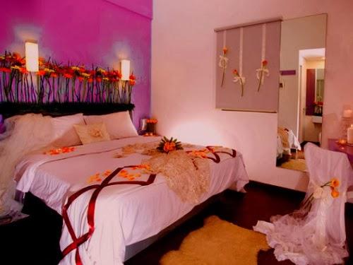 Kamar romantis warna ungu