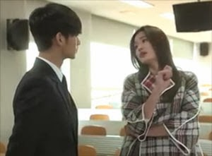 Song Yi taking an arrogant posture as she speaks with Min Joon.