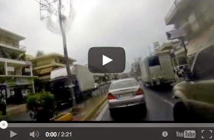 Παλλήνη - Η κίνηση στην Λ.Μαραθώνος υπό βροχή