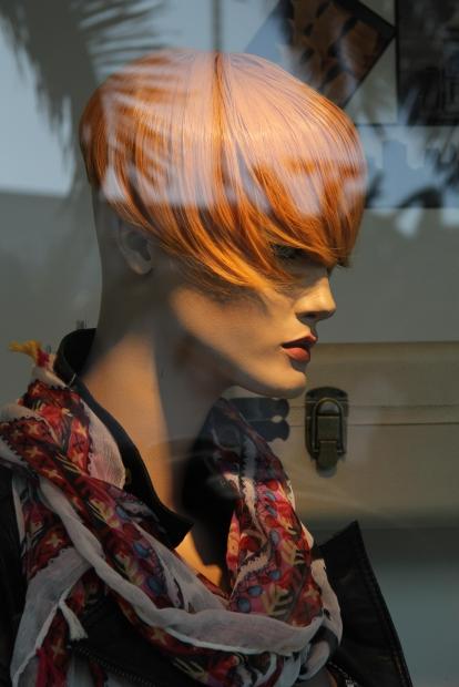 Gaya rambut untuk menyamarkan dahi lebar