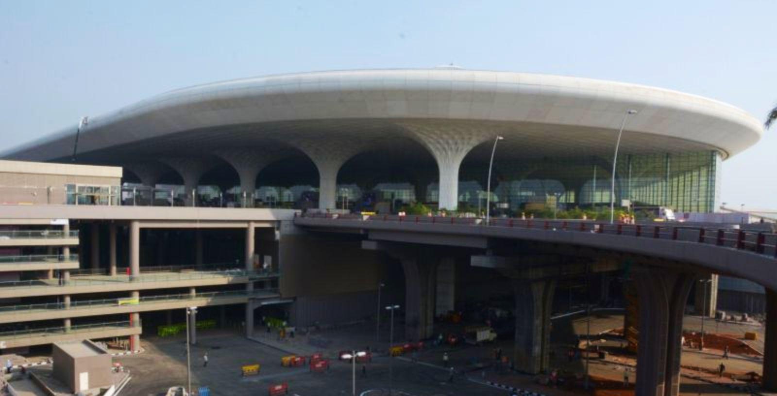 how to travel between mumbai international to domestic airport