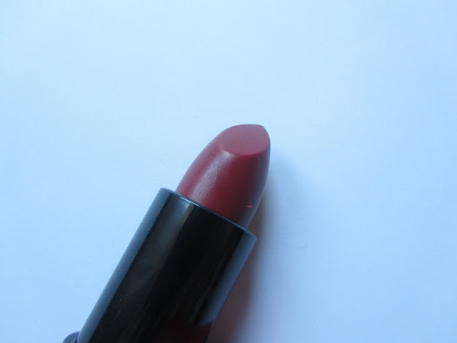 review-kate-moss-rimmel-lipstick-107-beauty-blog-swatch