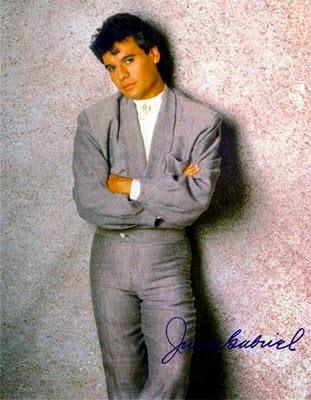 Escucha una de las canciones más memorables de Juan Gabriel