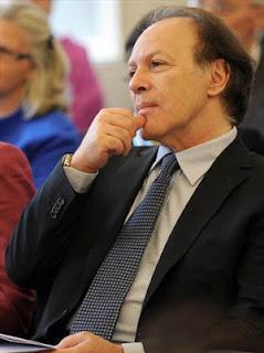 Javier Marías critica las normas RAE